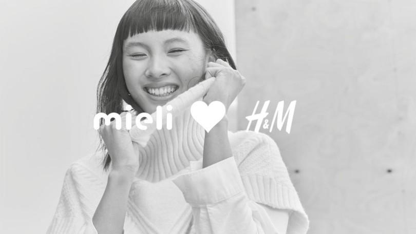Kuva hymyilevästä naisesta. Kuvassa teksti Mieli sydän H&M.